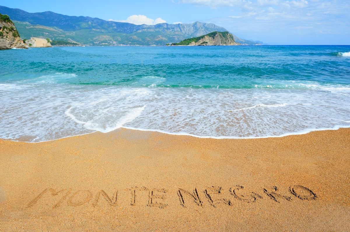 montenegro_writing_on_the_sand
